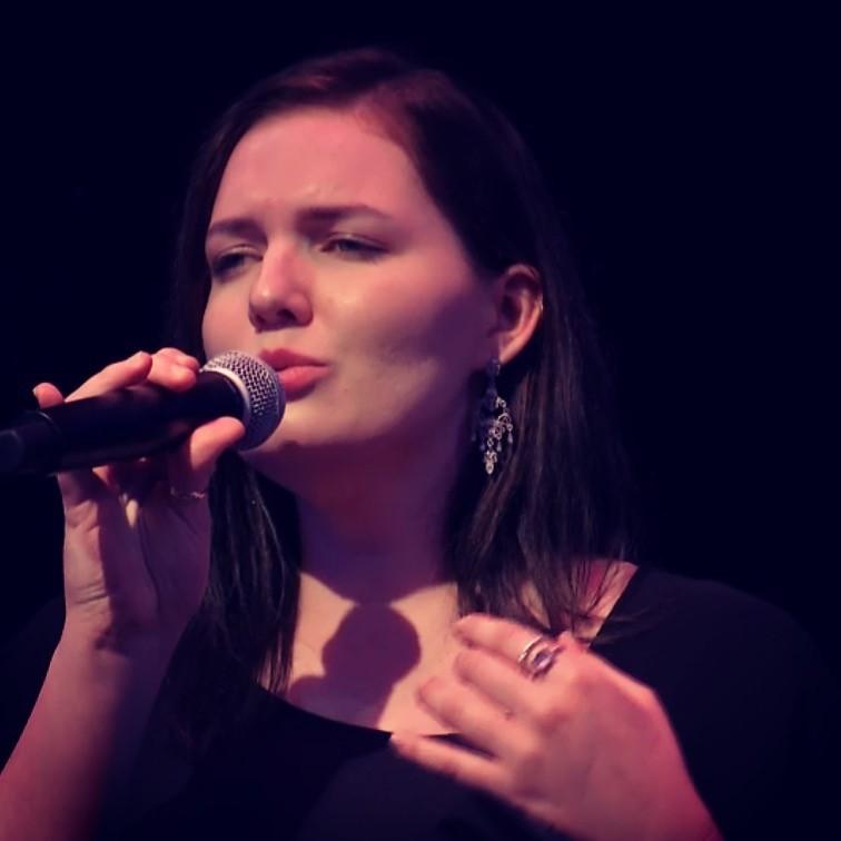 Chelsea Lee Smart performing