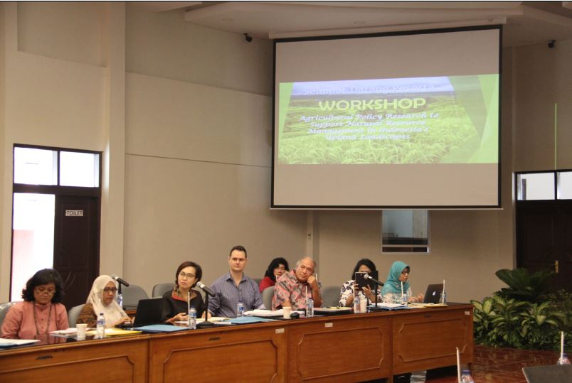 Workshop participants from University of Indonesia, the World Agroforestry Centre (ICRAF), University of New England, and FOERDIA