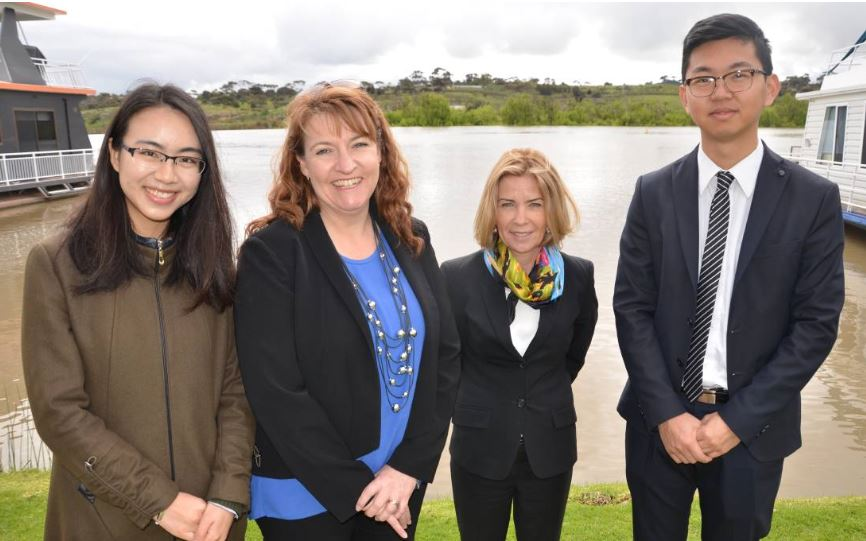 Student Heidi Hu, RDA's Julie Bates, the University of Adelaide's Natalie Thompson and student Darren Wang. Source: The Murray Valley Standard